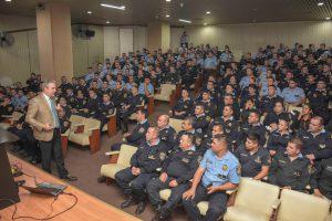 Capacitación en el auditorio de la Jefatura de Policía en Córdoba